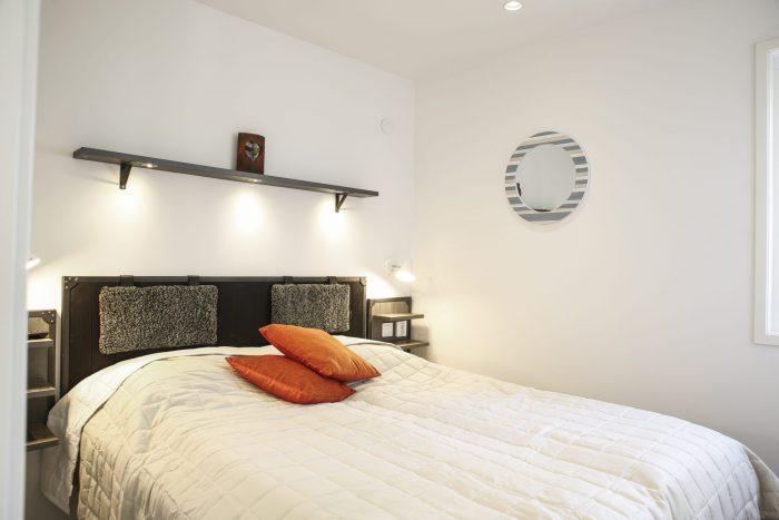 Master bedroom stugsvit glas